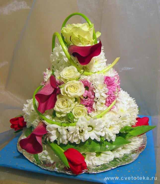 Из живых цветов торт