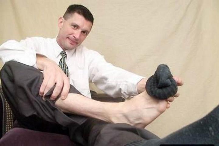 drochila-parnyu-nogami
