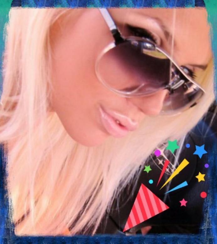 Фото красивых блондинок в очках на аву