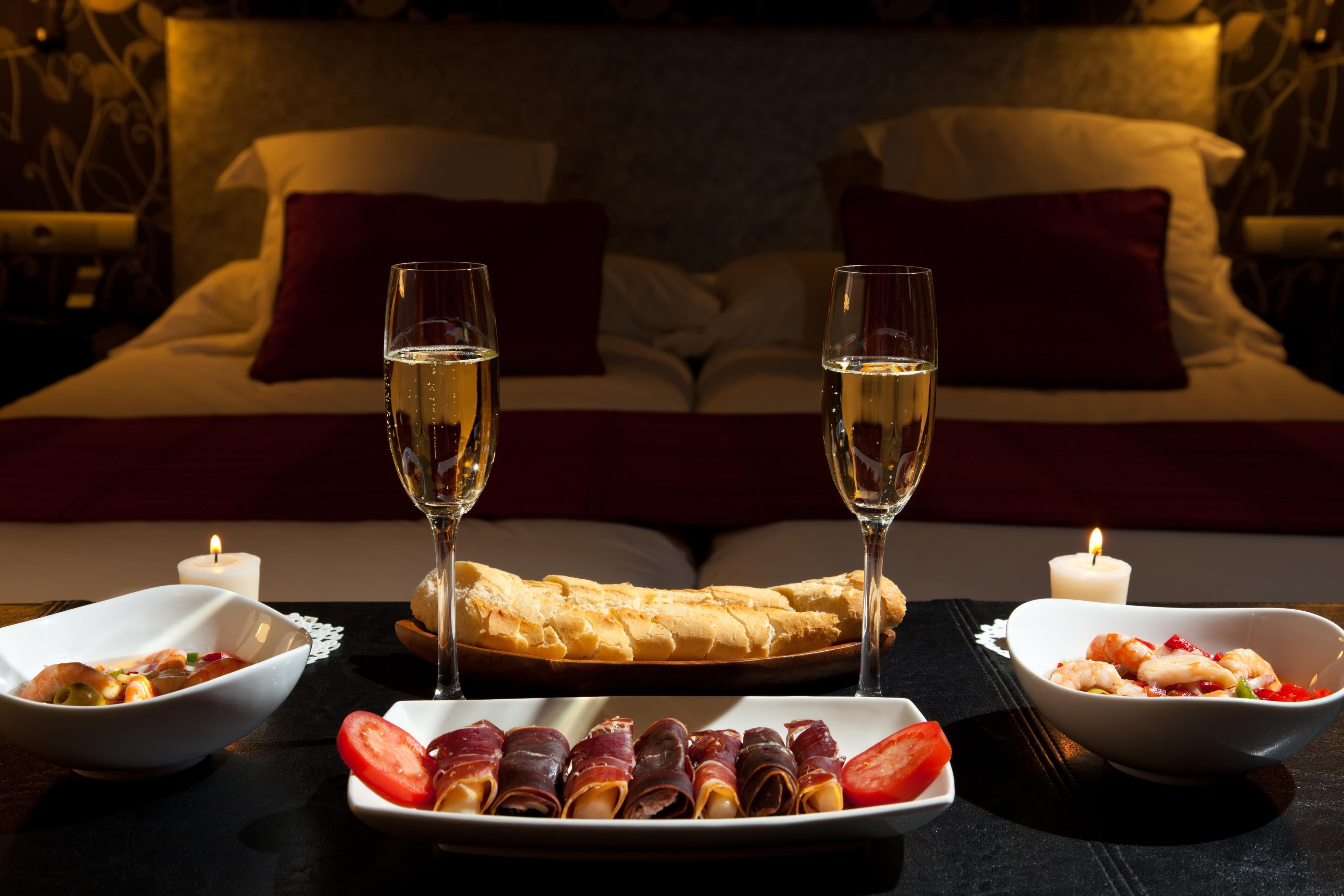 Как сделать любимому романтический вечер