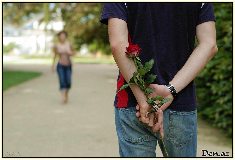 Дарят цветы на расставание