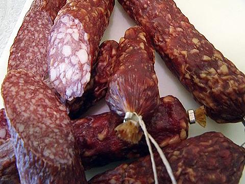 Как сделать сырокопчёную колбасу в домашних условиях