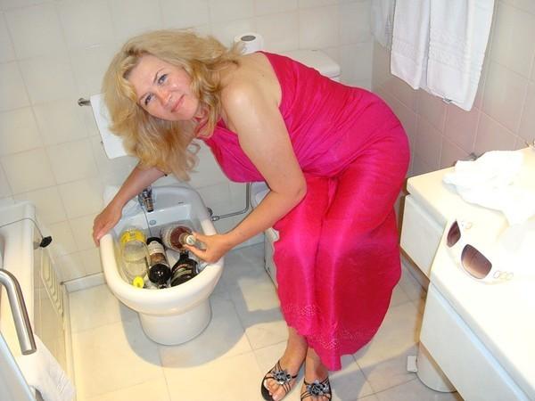 Женщина моется в биде фото, порно онлайн мамочка и большой член