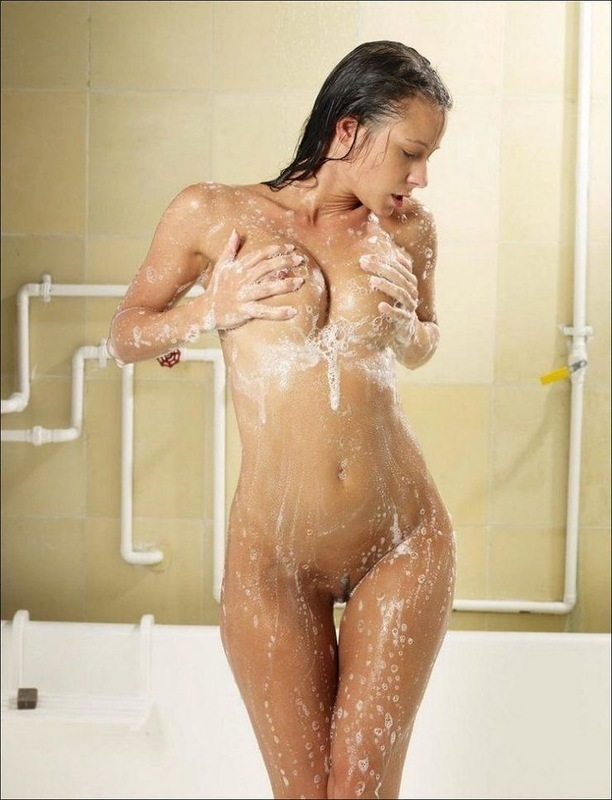 girls-in-shower-pictures