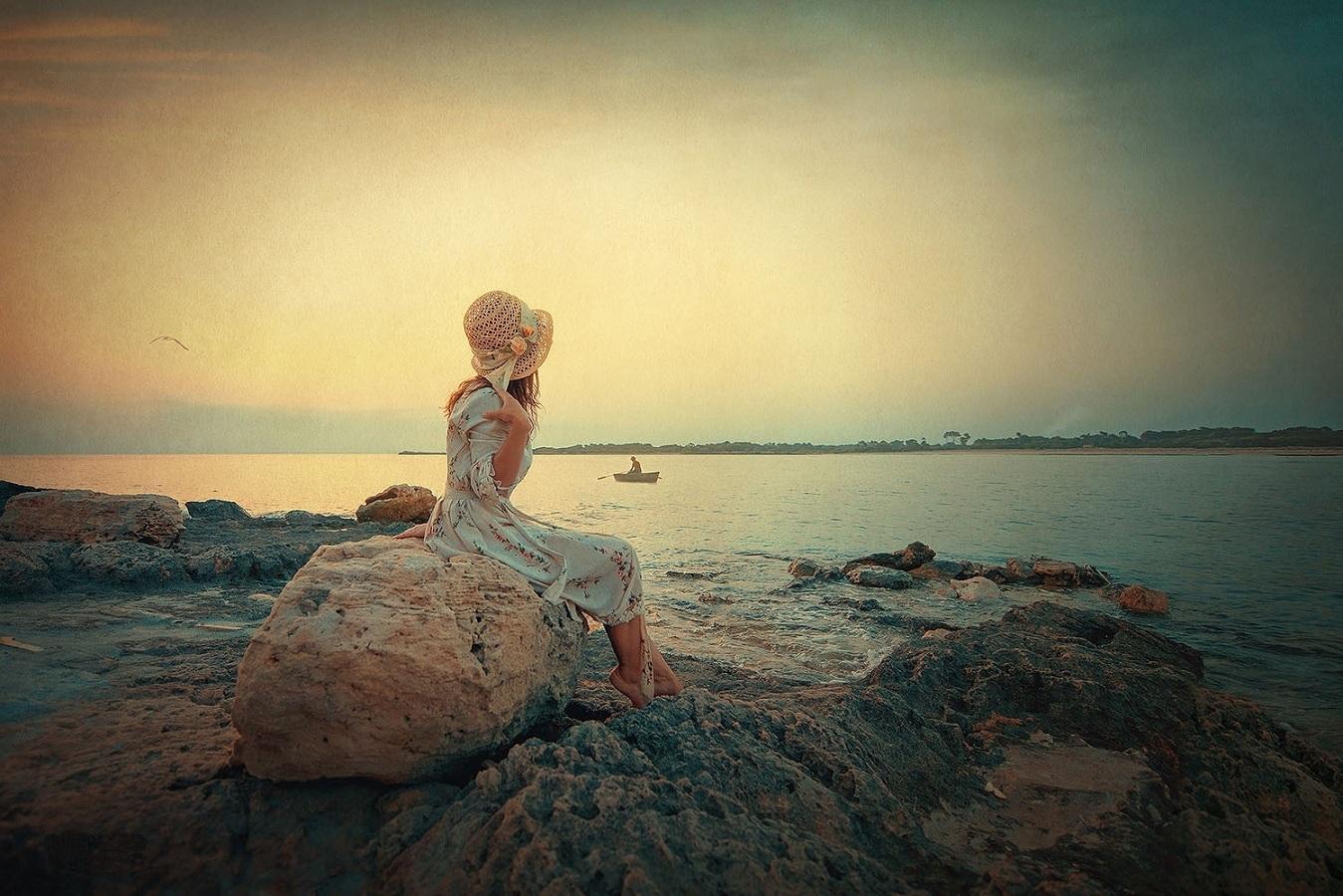 подрощенный картинка ждет на берегу моря канала