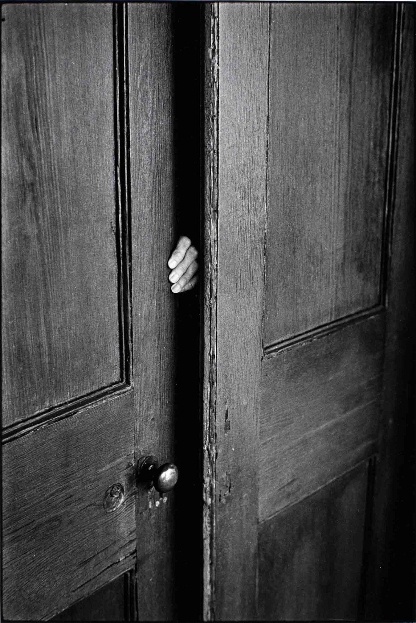 Закрывающаяся дверь картинки