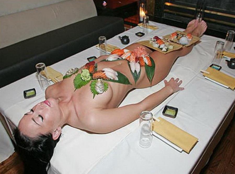 Девки секс мужику не понравилась еда и он трахнул официантку порно секретарши