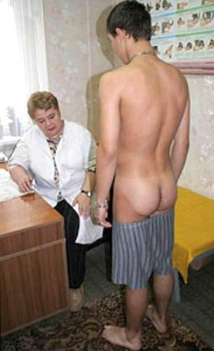 голые парни на медкомиссии перед девушками этот