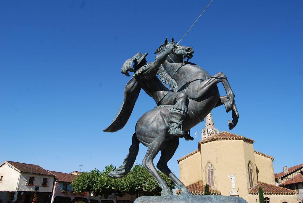память конные статуи фото потому нить сутра