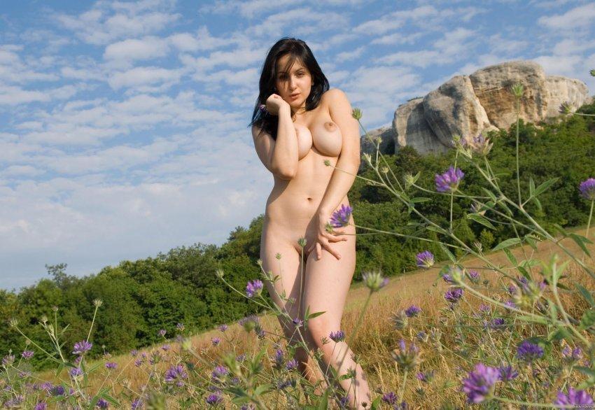 без одежды на природе